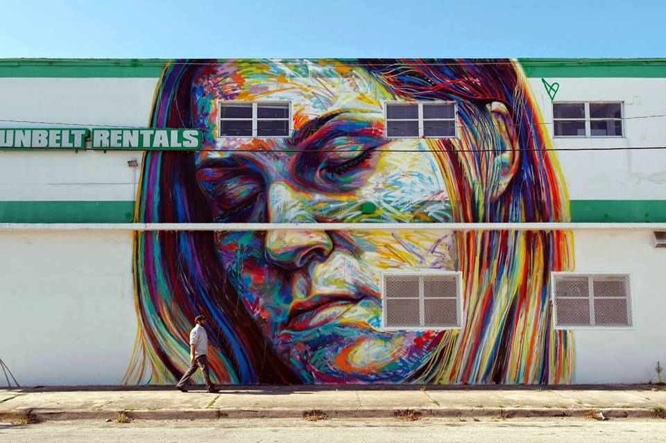 David Walker :working on a mural in Miami last week. Épinglé par
