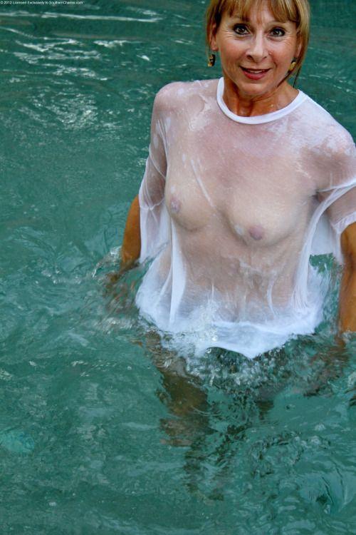 Nude wife threesome
