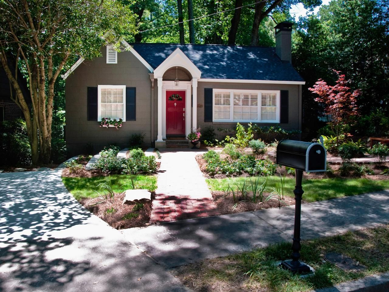 Creating curb appeal one neighborhood at a time curb - Hgtv exterior paint color schemes ...