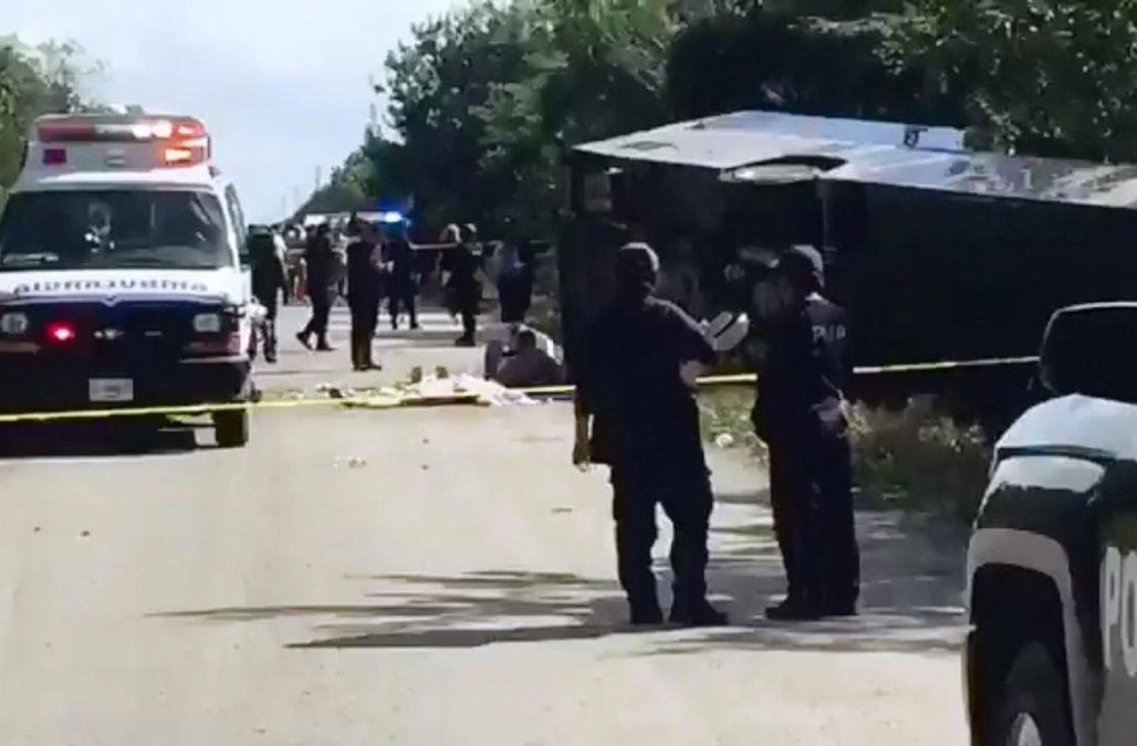 At least 12 dead in bus crash on excursion to mexican