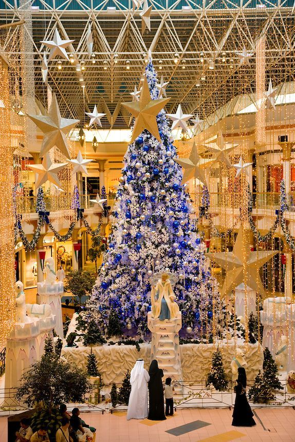 dubai christmas tree at wafi mall shopping centre center. Black Bedroom Furniture Sets. Home Design Ideas