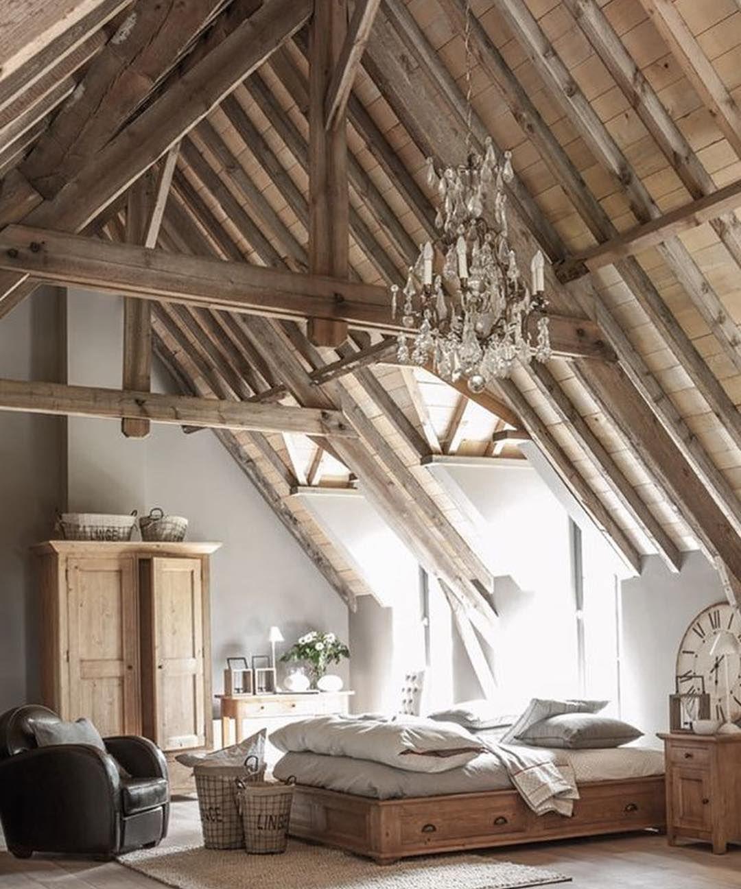 instagram de myinterior chambre sous combles bois et couleurs natures