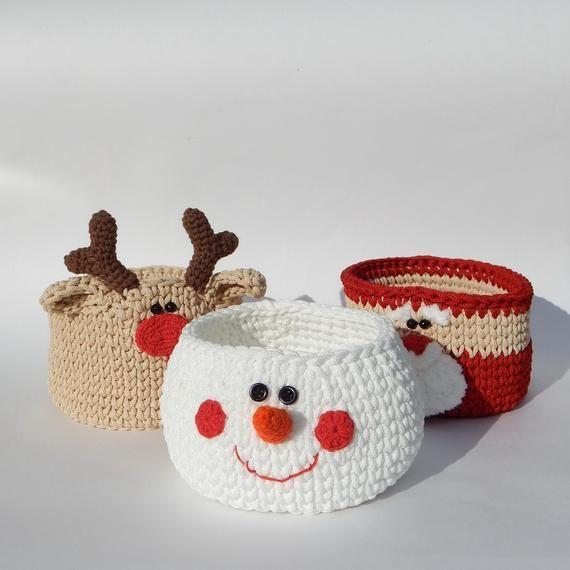 Articles similaires à panier-cadeau de Noël, ensemble de décoration de Noël, ensemble de paniers Père Noël, bonhomme de neige et renne, joli cadeau de Noël pour les collègues sur Etsy   – Häkeln Amugurumi