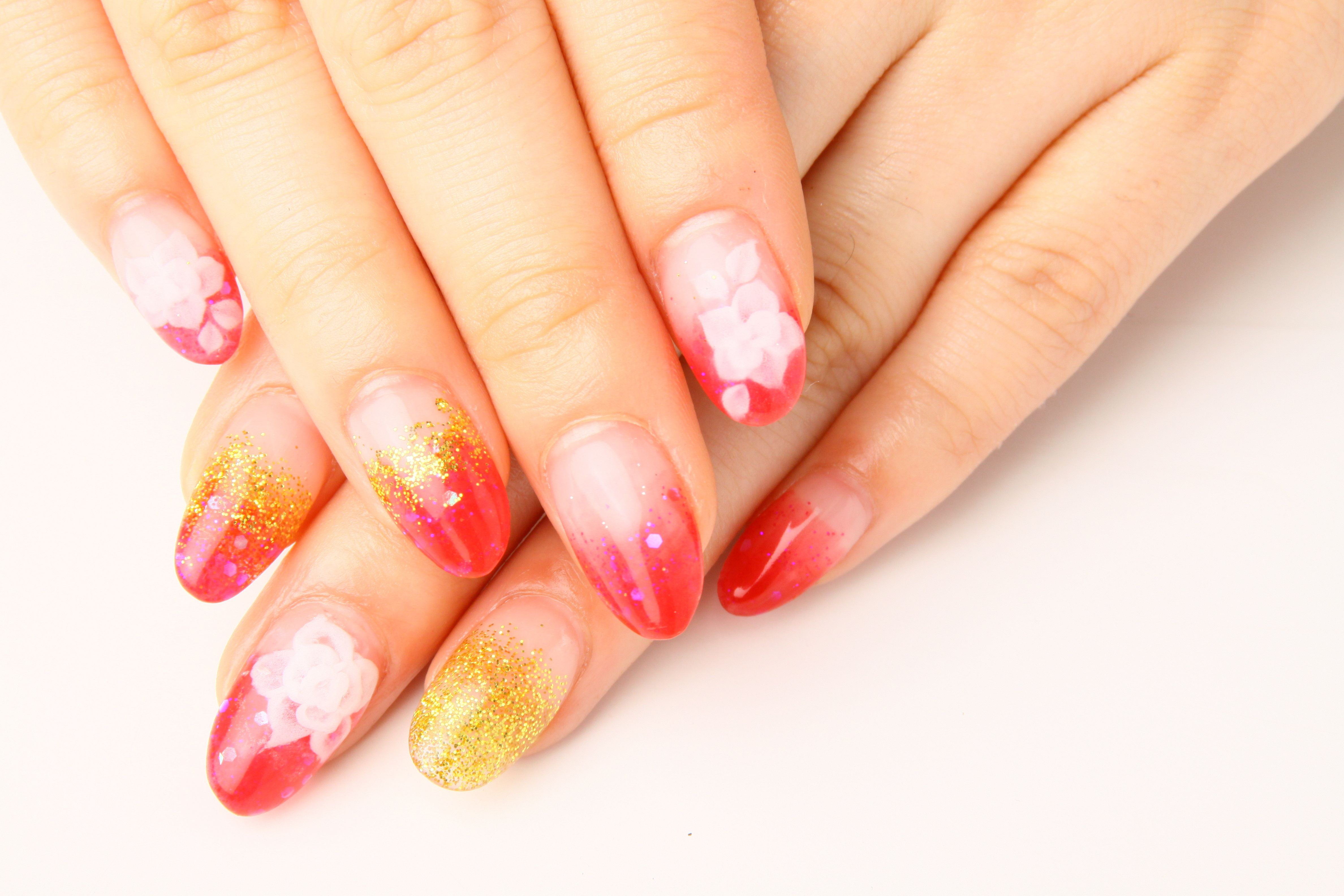 Help your nails to grow again