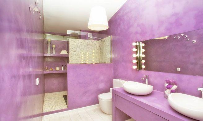 Bano Con Glamour En Purpura Y Blanco Como Decorar Banos Pequenos
