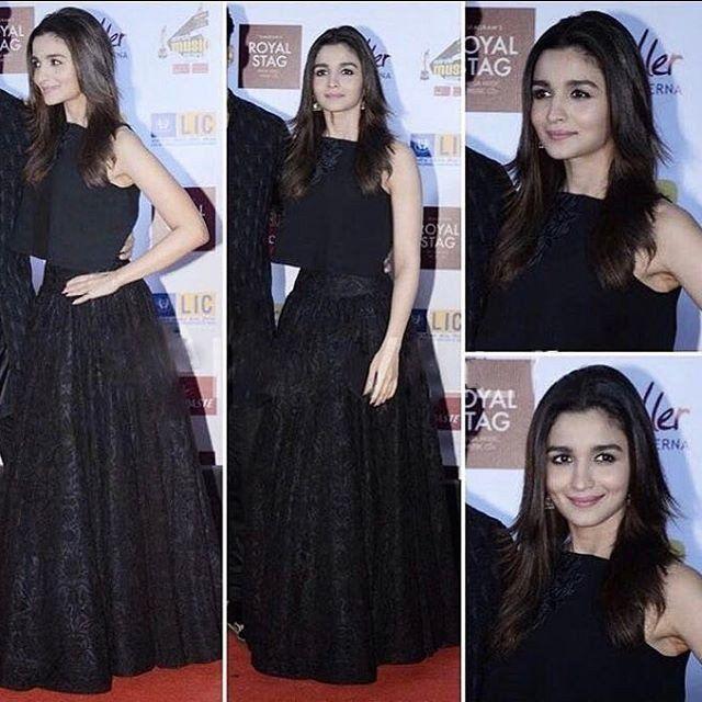 Alia Bhatt in Designer black dress from Manish Malhotra's Collection at Redio Mirchi Award