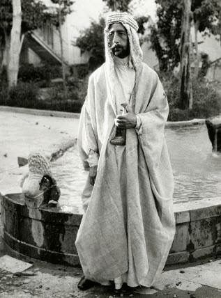 فيصل الأول ملك العراق ومؤسس دولة العراق الحديثة حكم لمدة 12 سنة للفترة من عام 1921 الى 1933 توفي مبكرا عن عمر 48 عاما جاء Iraq King Pic Baghdad Iraq
