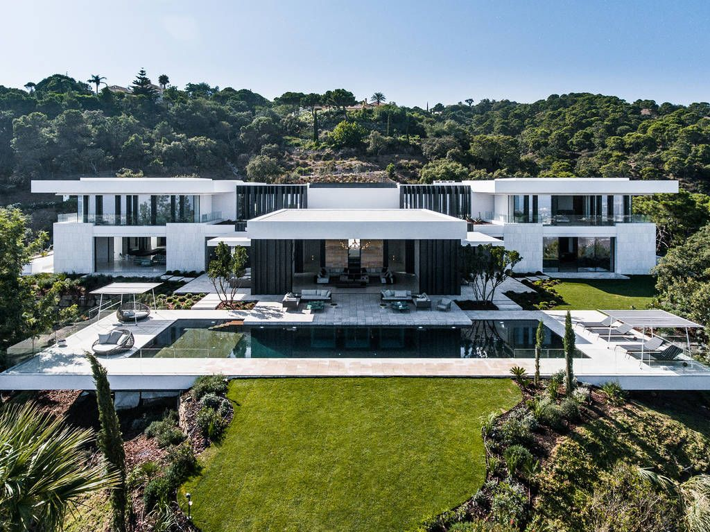Luxury Home In The Heart Of Marbella On The Golden Mile The Villa Is One Of The Most Modern Real Estate Obje Mansions Luxury Homes Dream Houses Modern Mansion