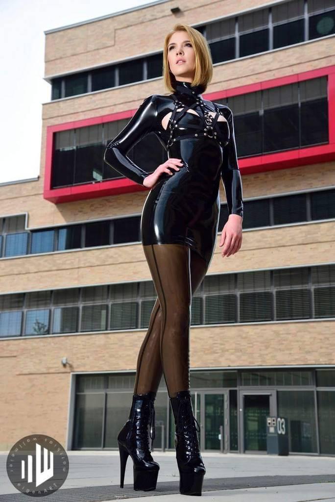 Pin auf #black.latex.dresses