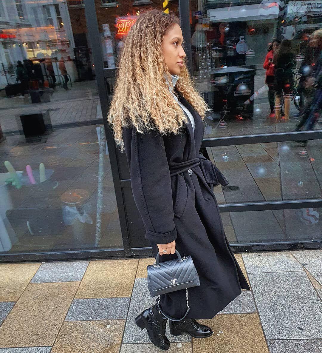 No one loves an oversized jacket the way I do ???????? • • • • • •  #styleinspiration #trendy #intimissimi #howtostyle #pumpkinpatch #bohemianlook #maxmarawomen #hermes #luxurylifestyle #maxmarateddybear #Minimalist #DressedUp #couture #urbanstyles #louisvuitton #OOTD #maxmaracoat #highfashion #currentlywearing #neutrals #stripes #casualstyle #casualoutfits #comfy #styleoftheday #autumntrends #pumpkinpatchoutfitwomen