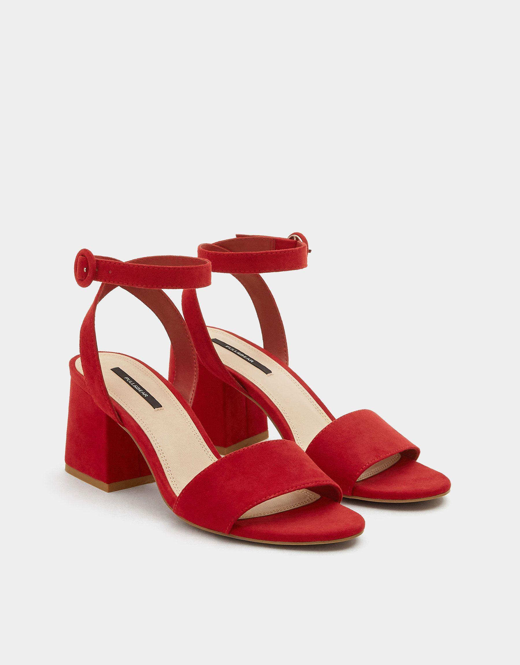 3d817a0781 Sandale rouge talon midi bride cheville. - Nouveautés - Femme - PULL BEAR  France Vermelho