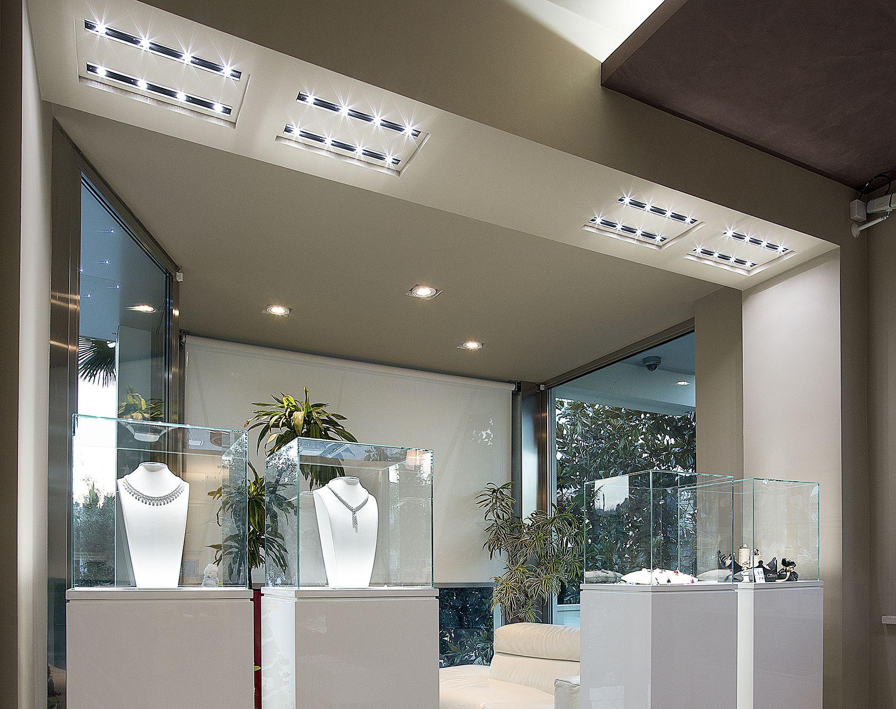 Dentro le mura presenta i sistemi di illuminazione a led per