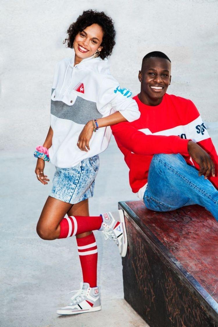 Sport Mode Mit Sweatschirts Und Sneakers 80er Jahre Outfit 80er Jahre Mode 80er Mode