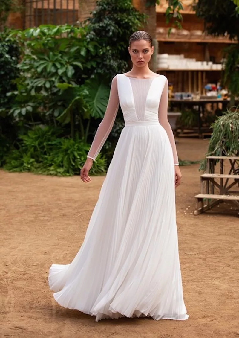 This Royal Inspired Zac Posen S New Bridal Collection With White One Wedding Dresses Wedding Dresses Romantic Bridal Fashion Week [ 1130 x 800 Pixel ]