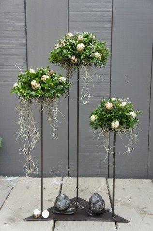 Buxusboompjes bloemstukken pinterest easter art floral and floral - Moderne osterdeko ...