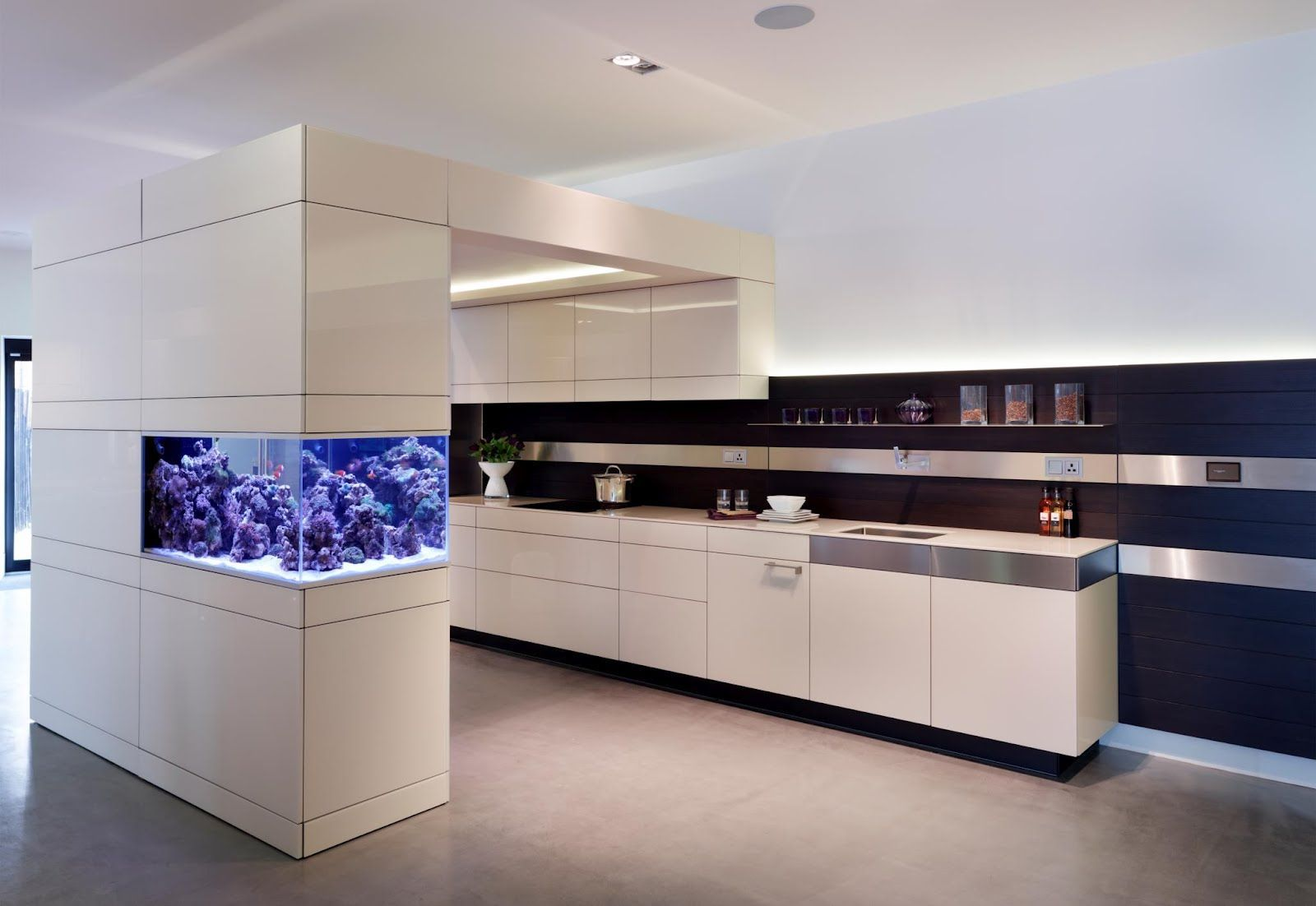 Fabulous Corner Wall Fish Tank Installed In White Divider Decorating Modern Kitchen Beautiful W Kitchen Furniture Design Modern Kitchen Design Kitchen Design