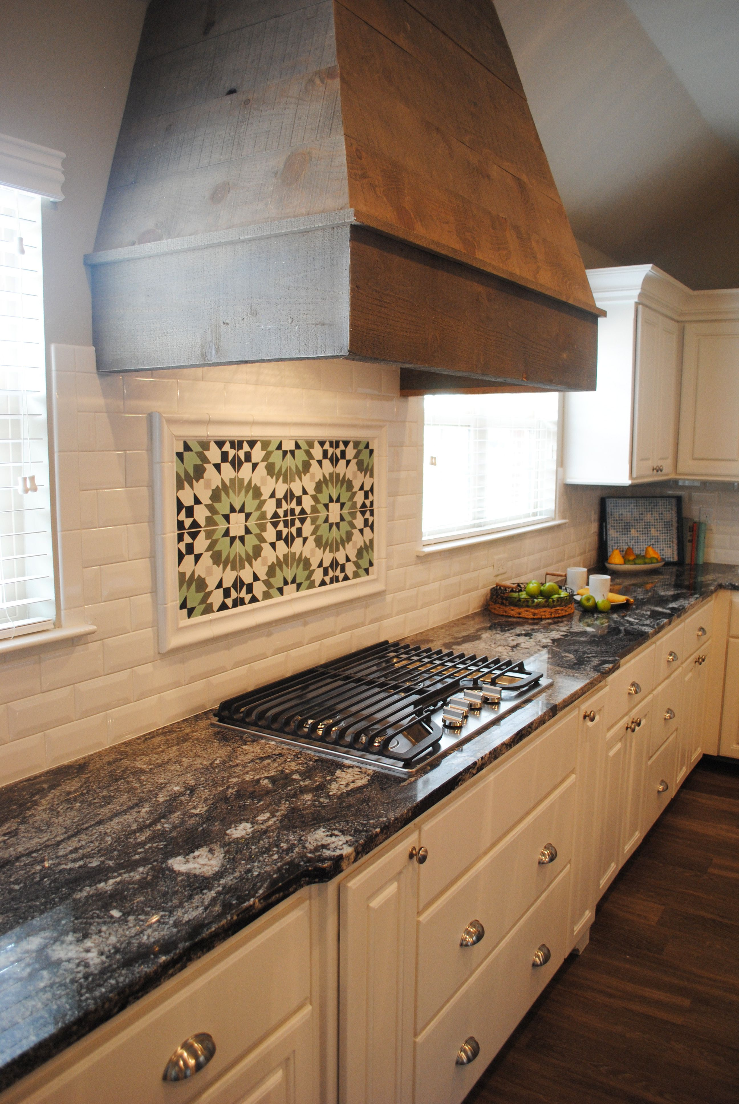 This kitchen in primrose pointe has all white cabinetry - Ideas for backsplash behind stove ...
