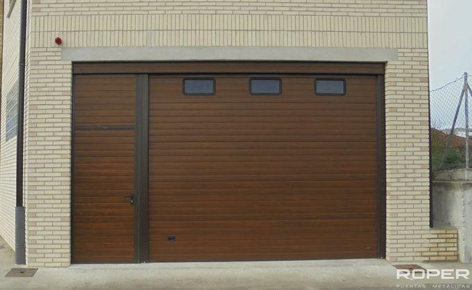 Puerta De Garaje Seccional Residencial 21 Puerta De Garaje Puertas De Garaje Garaje