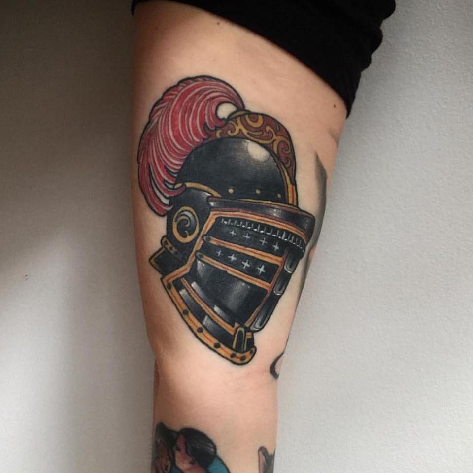 263bc775bc348 Knight's helmet tattoo Traditional Tattoo Knight, Medieval Tattoo, Knight  Tattoo, Helmet Tattoo,