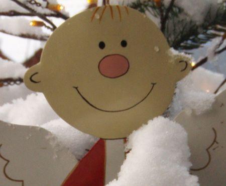 Fensterdekoration engel aus holz basteln weihnachten for Engel basteln holz