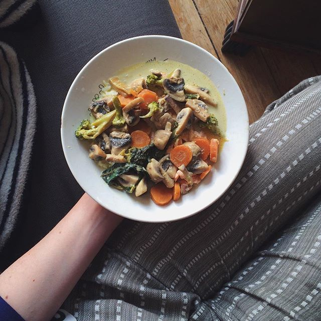 Thai green curry balancing on top of a pile of rice, featuring all my favourite goods; carrots, broccoli, cauliflower, leek, garlic, mushrooms, cilantro and basil leaves + coconut milk  Winter's almost here and this gloomy weather has me craving endless qbowls of warm + spicy soups with a lot of garlic in them to safeguard myself from getting a cold (spices like chili and cayenne pepper also carries a ton of other health related benefits!)