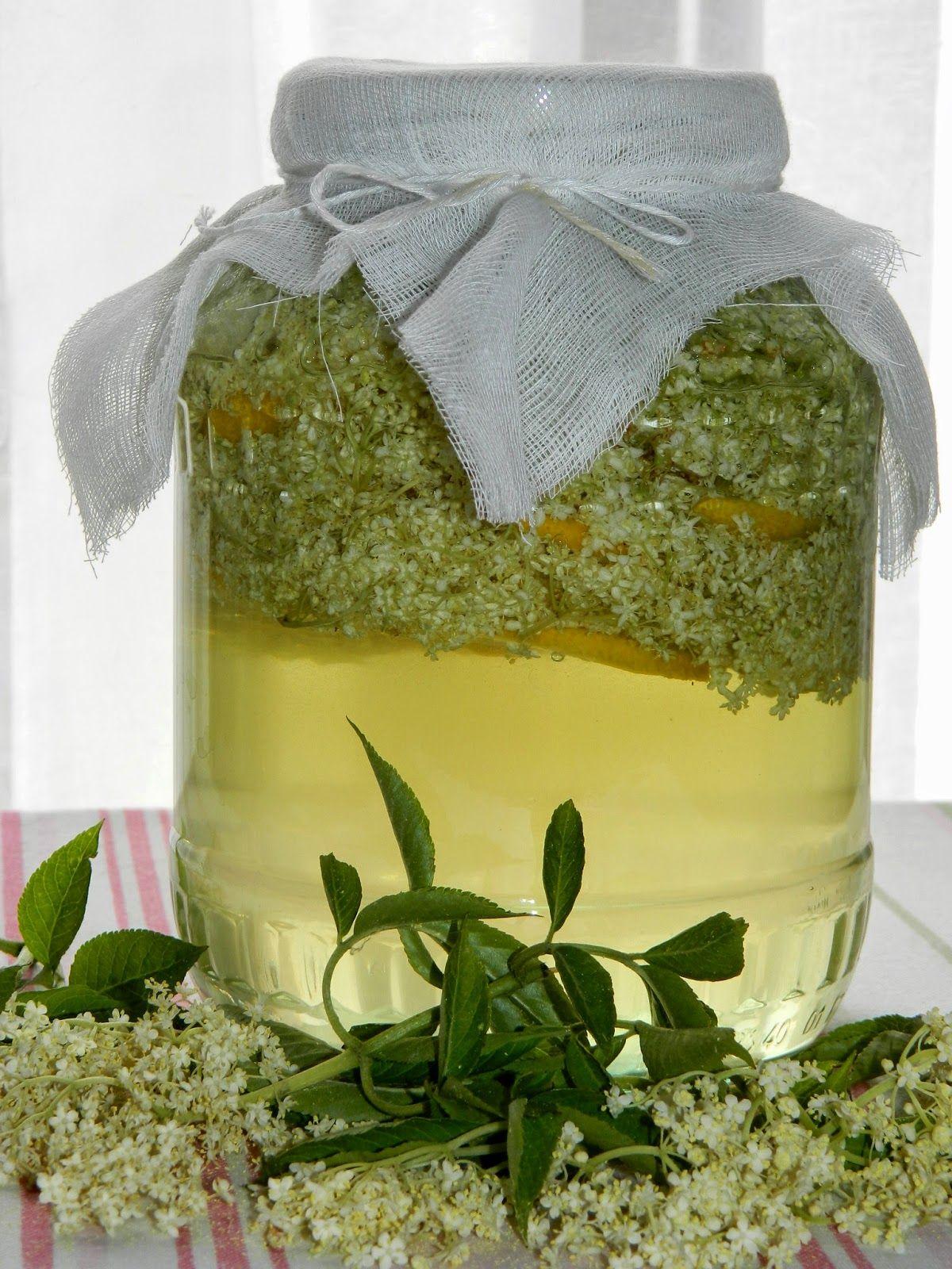 Nalewka Z Kwiatow Bzu Czarnego Foraging Recipes Edible Flowers Elderflower