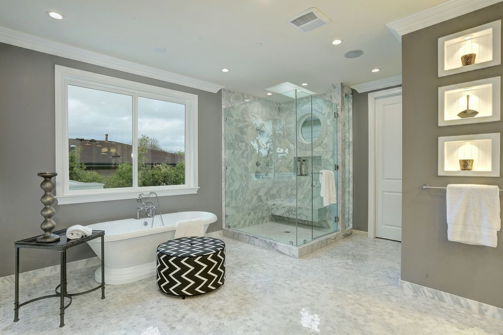 This Master Bathroom Features A Very Stylish Flooring The Walk In Shower Looks Stunning The Best Bathroom Colors White Bathroom Decor Modern Master Bathroom