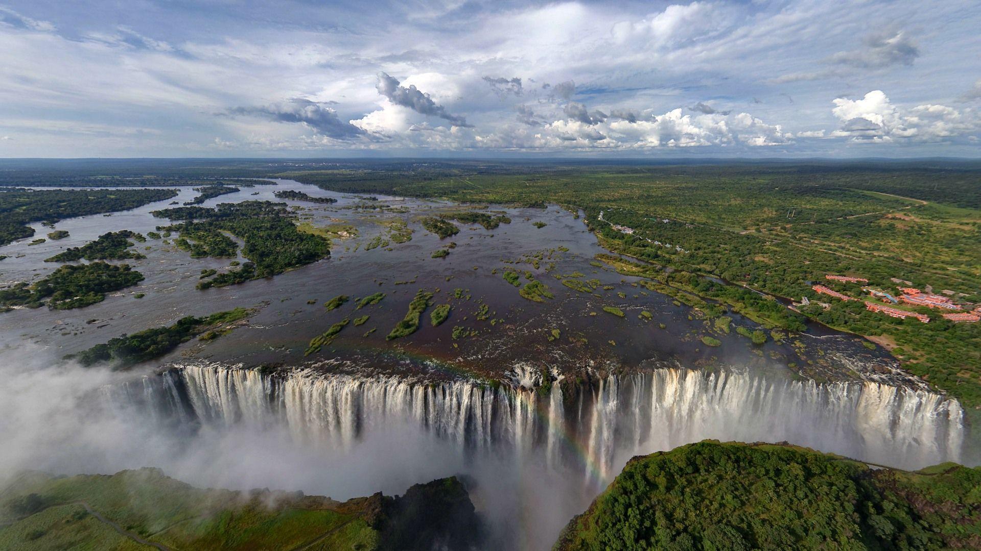 Zambezi River, Zambia and Mozambique The Zambezi flows 2,700 kilometers  through six African coun… | Beautiful places to visit, Victoria falls,  Wonders of the world