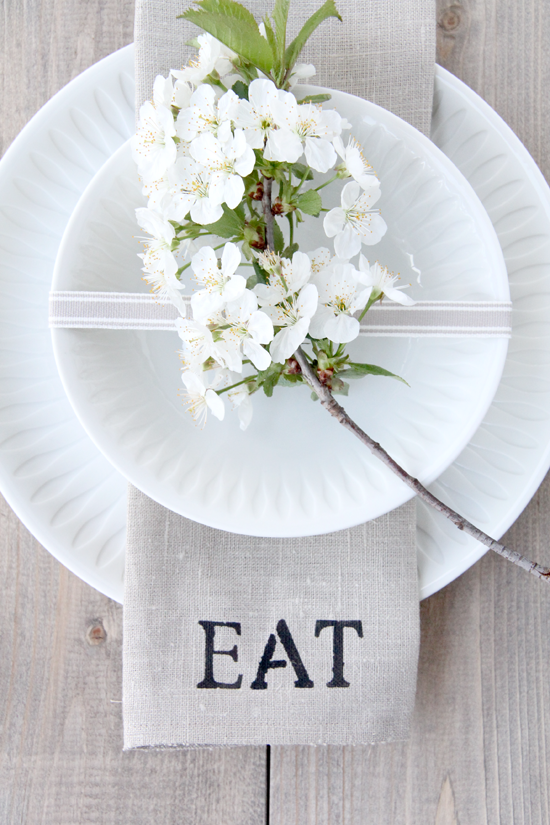Beautiful White Table Settingpicture This With Paper Plates To Chic