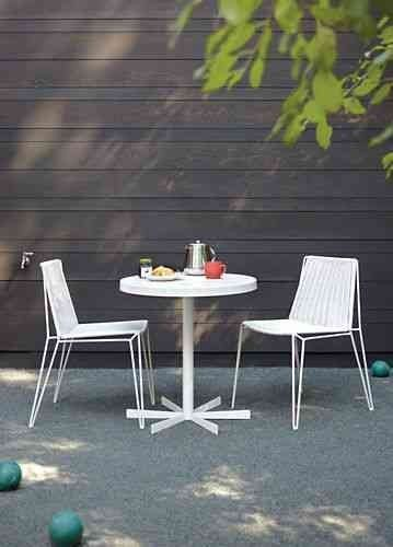 10 Easy Pieces White Outdoor Dining Tables With Images Modern