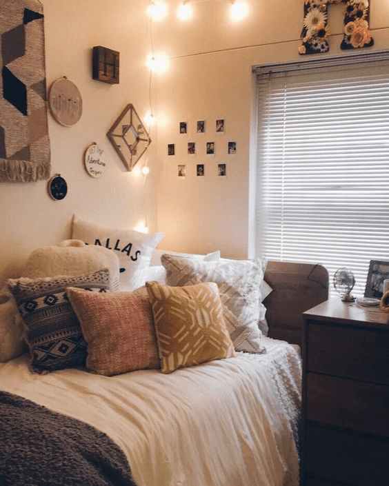 20 Pinterest Worthy Dorm Room Ideas Simply Allison College Apartment Decor Dorm Room Color Schemes Apartment Decorating College Bedroom