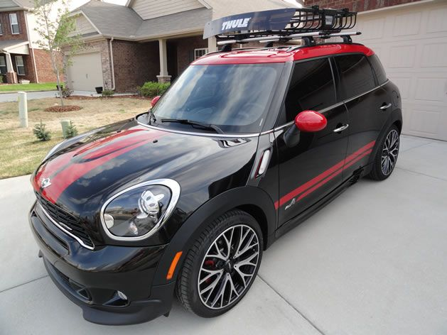 mini countryman outfitted with thule aeroblade roof rack and moab