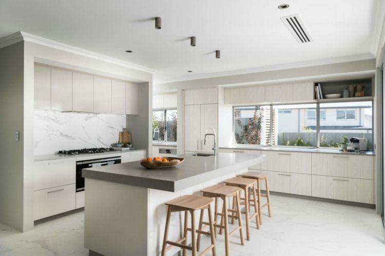 küchenzeile barhocker küchenschränke die farbe grau marmorfußboden ...