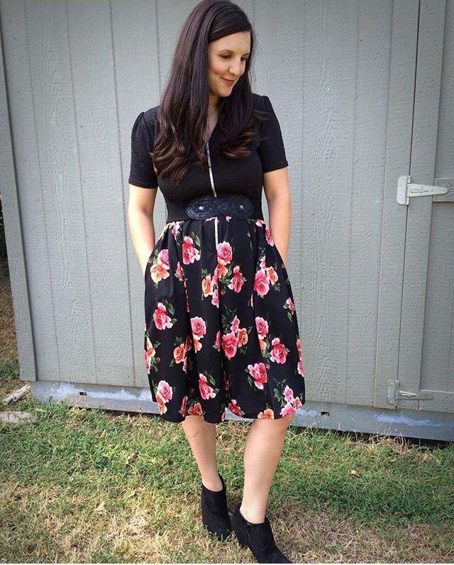 Wear your LuLaRoe Amelia dress backwards for a vneck look! Love LuLaRoe?  Want info