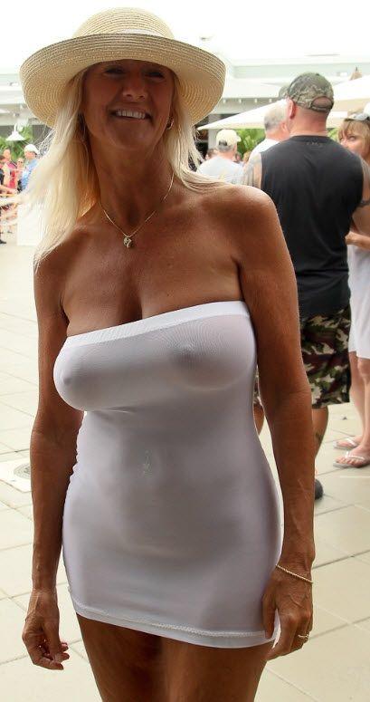 reife Frau sexy Kleid
