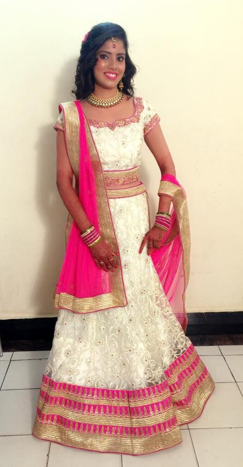 Indian bride wearing bridal lehenga and jewellery ...