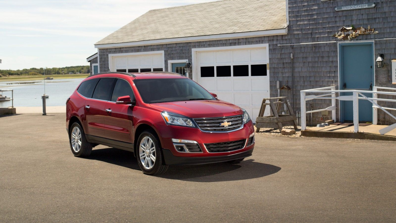 The Front Of The 2014 Traverse Lt Crossover Suv Shown In Available