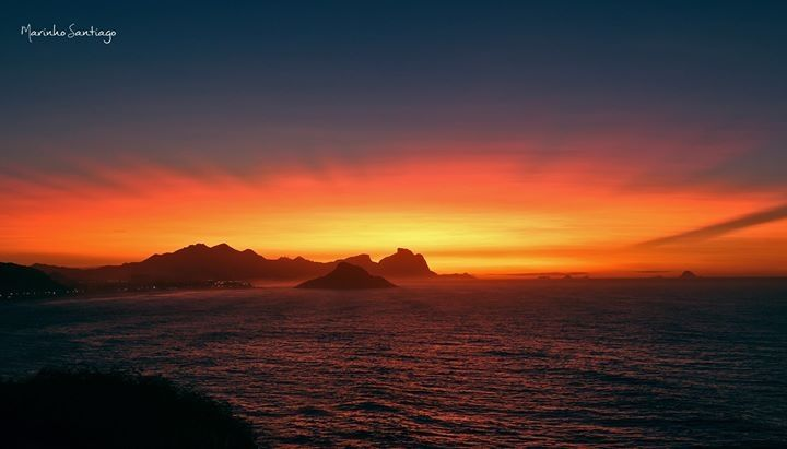 Amanhecer   visto  da Praia da Macumba  Rio de Janeiro