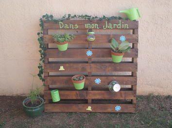 jardin vertical avec une palette dco recupdco jardinjardin vertical - Decoration Jardin Palette De Bois