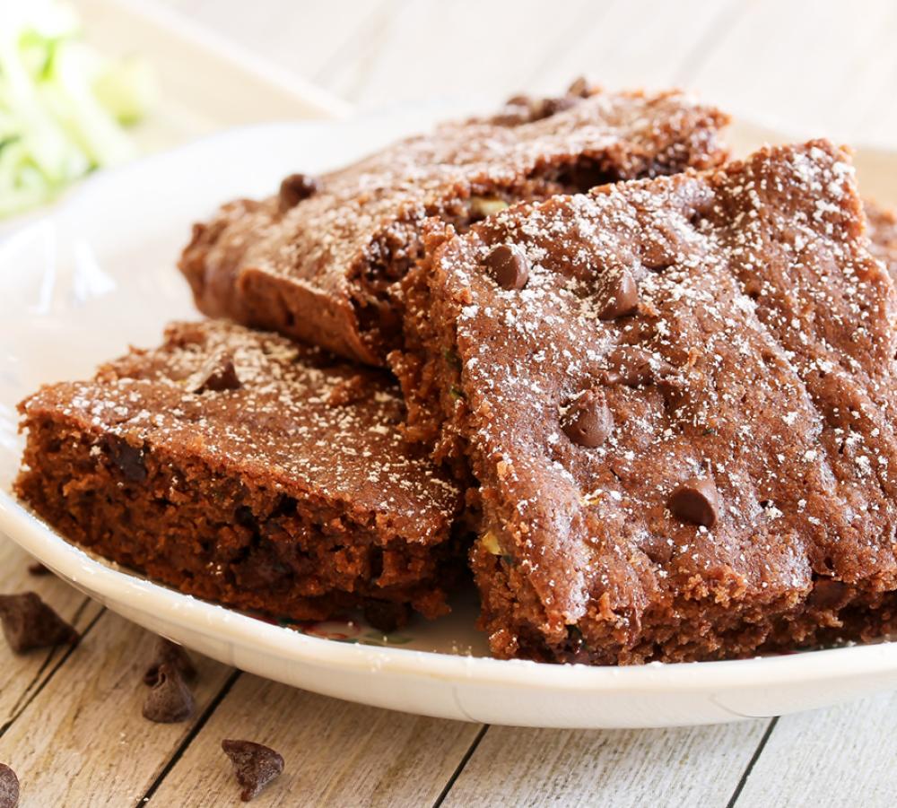 Glutenfreie und kalorienarme Backrezepte: Brownies mit Blumenkohl  Sie lieben Brownies, möchten aber auch einmal Neues ausprobieren? Mit diesen Low Carb Brownies aus Blumenkohl haben wir genau das Richtige für Sie! Das Besondere: der Teig wird mit Blumenkohl verfeinert. Probieren Sie diese leckere Low Carb Brownie Variante!