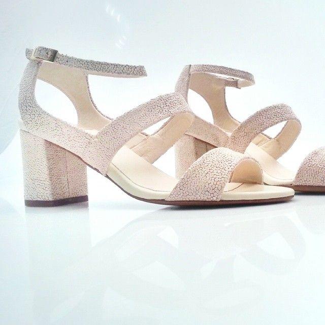 http://instagram.com/p/oxx6IOSeli/ #Zapatos #Moda #Tendencias #Boda #Fiesta…