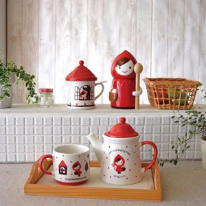 Little Red Picking Tea Pot from Otogicco.
