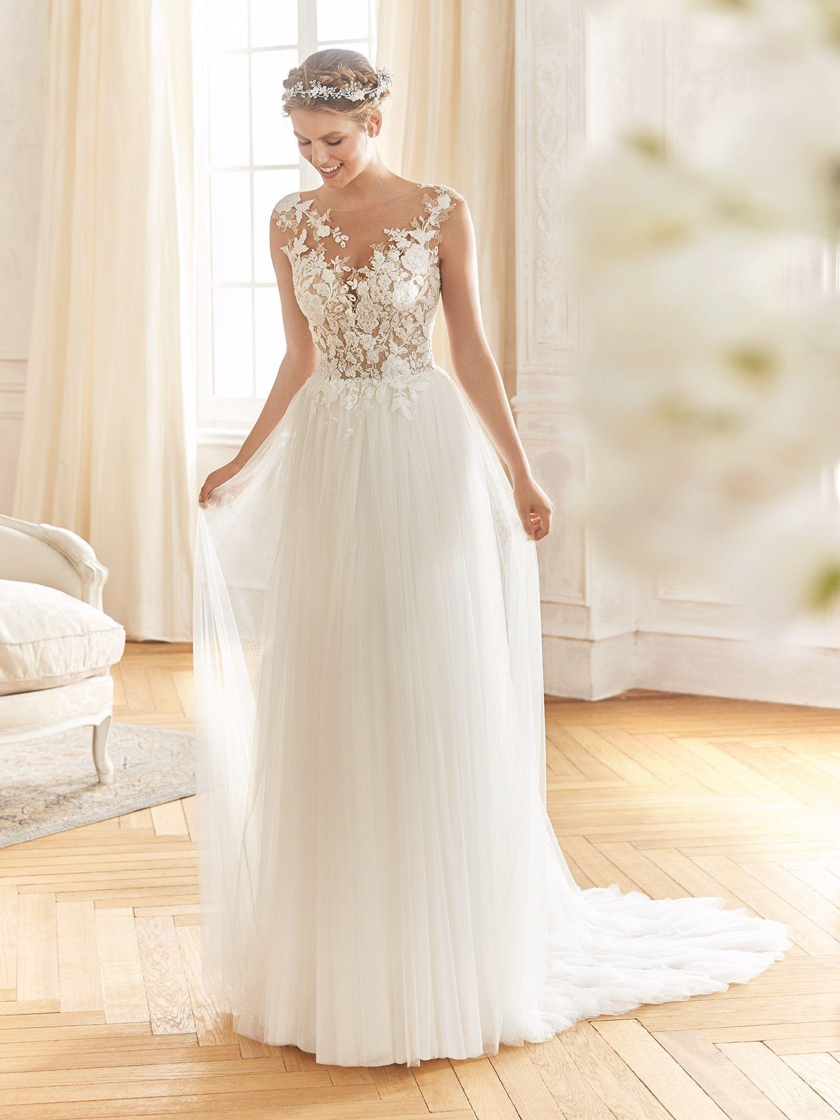 BARCINO. Brautkleid im Boho Stil mit ausgestelltem Rock und transparentem Ausschnitt #whiteembroidery