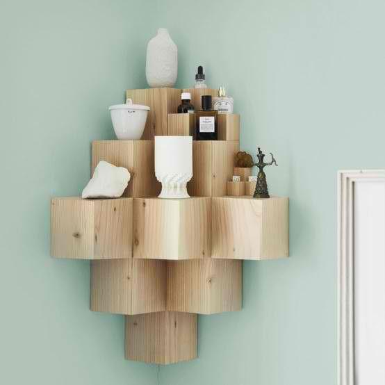 selbstgebautes eckregal idee holz quadrate pyramide. Black Bedroom Furniture Sets. Home Design Ideas