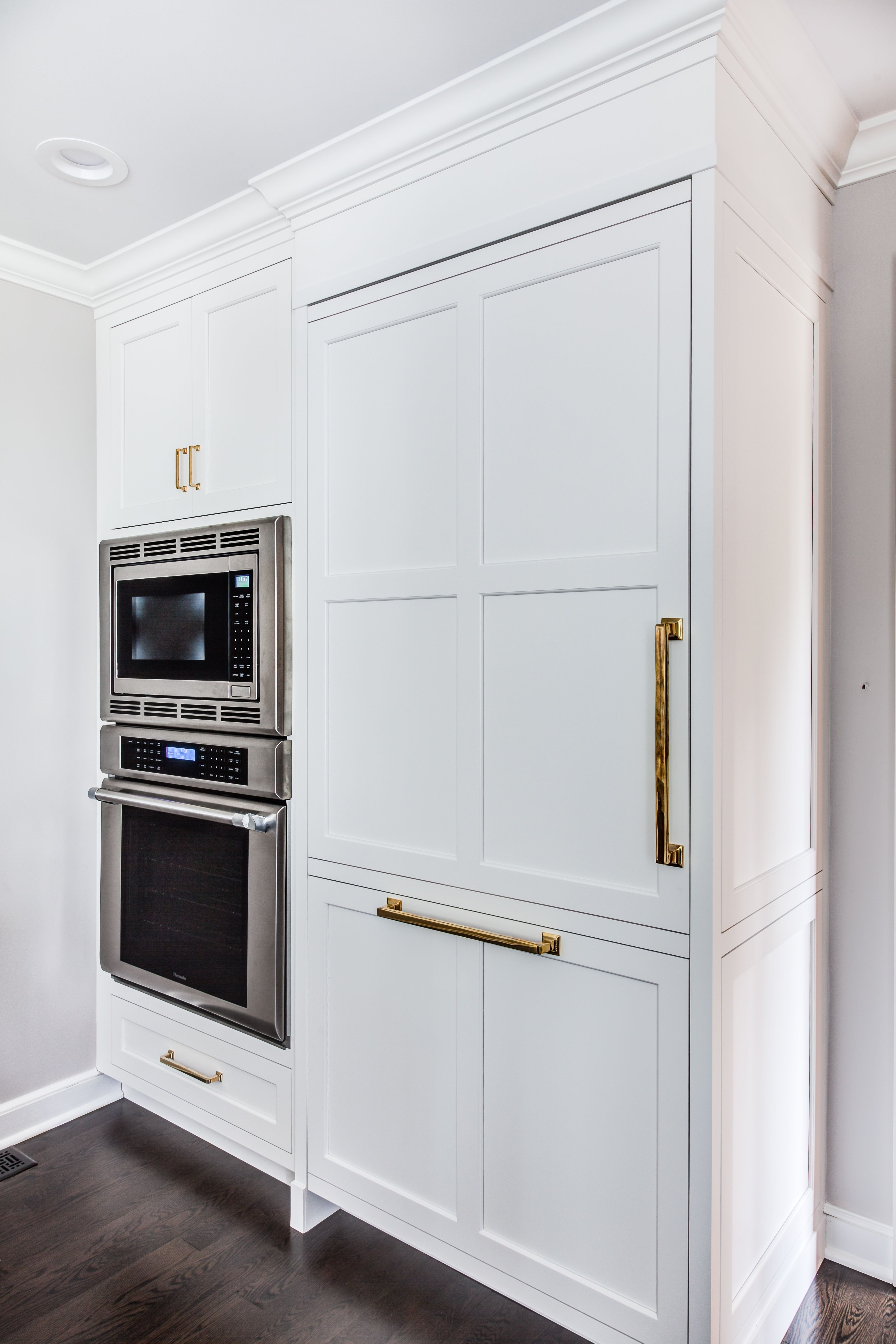 Thermador Wall Oven And Built In Microwave Next To Fully