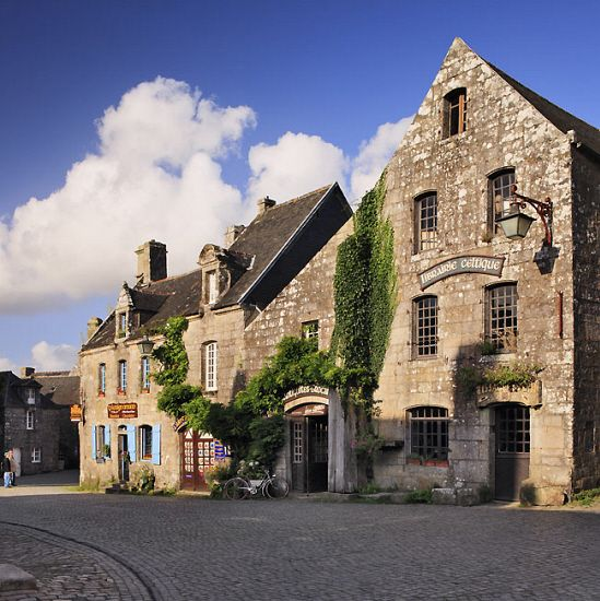 France, Brittany, Finistere, Locronan, View Of The Town's Grand Place With Its Historical Buildings - eStock