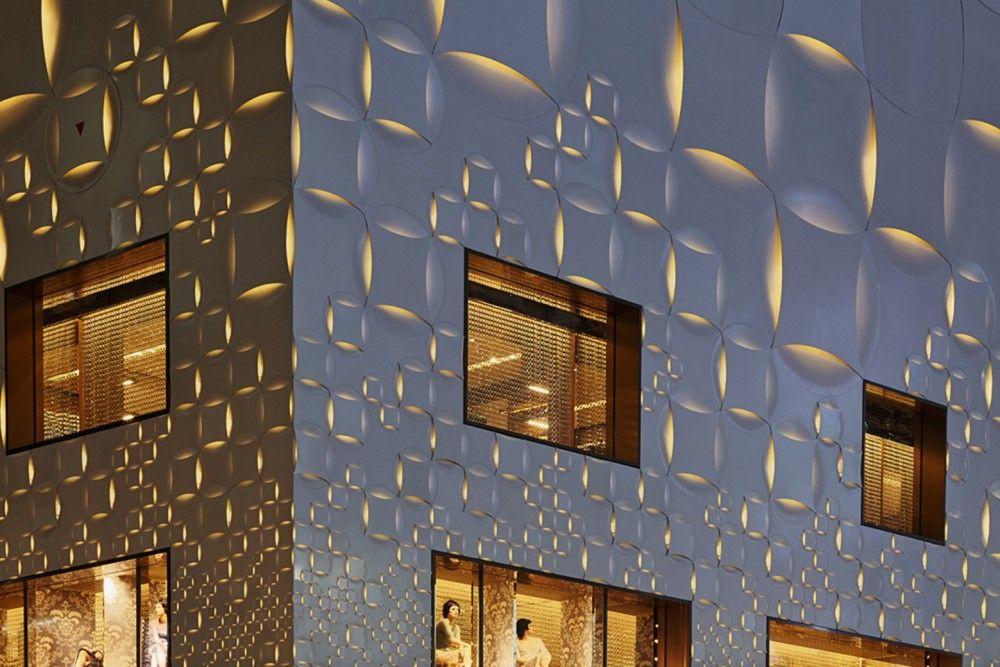 Louis Vuitton Matsuya Ginza Facade Renewal / Jun Aoki & Associates