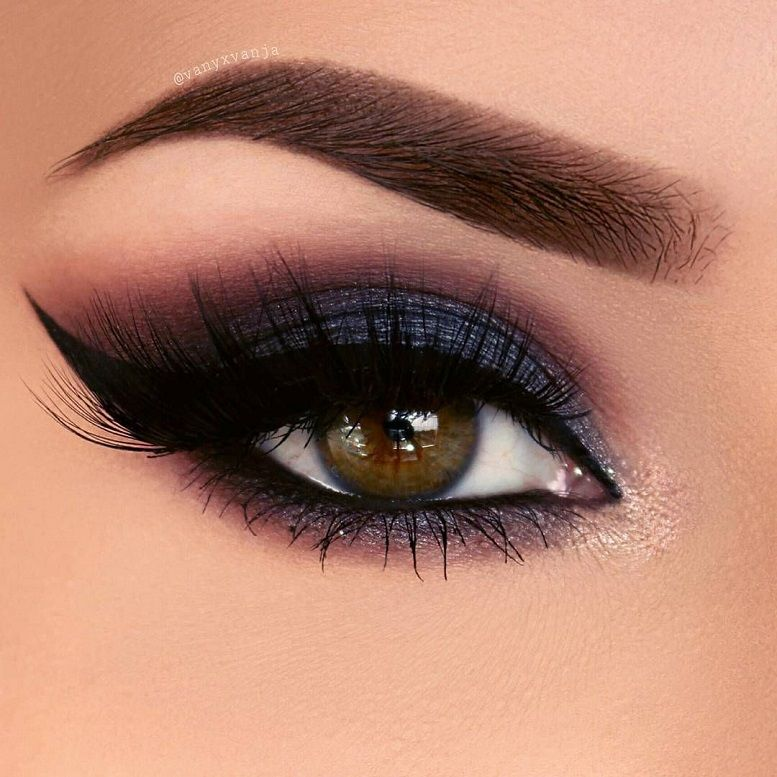 Gorgeous eye makeup blue and red