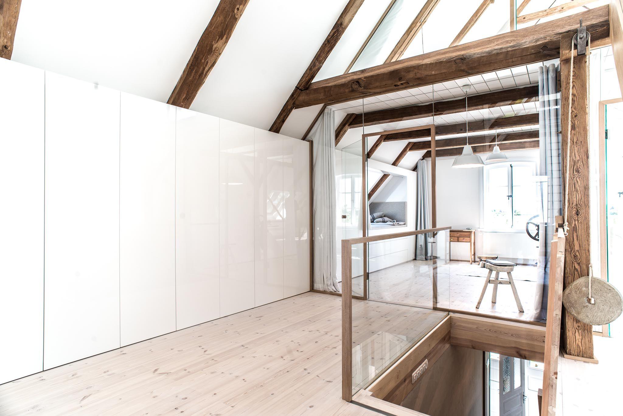 Sprossenfenster modern  vorhang, holzboden, weiss, lack, balken, schrankwand, modern ...