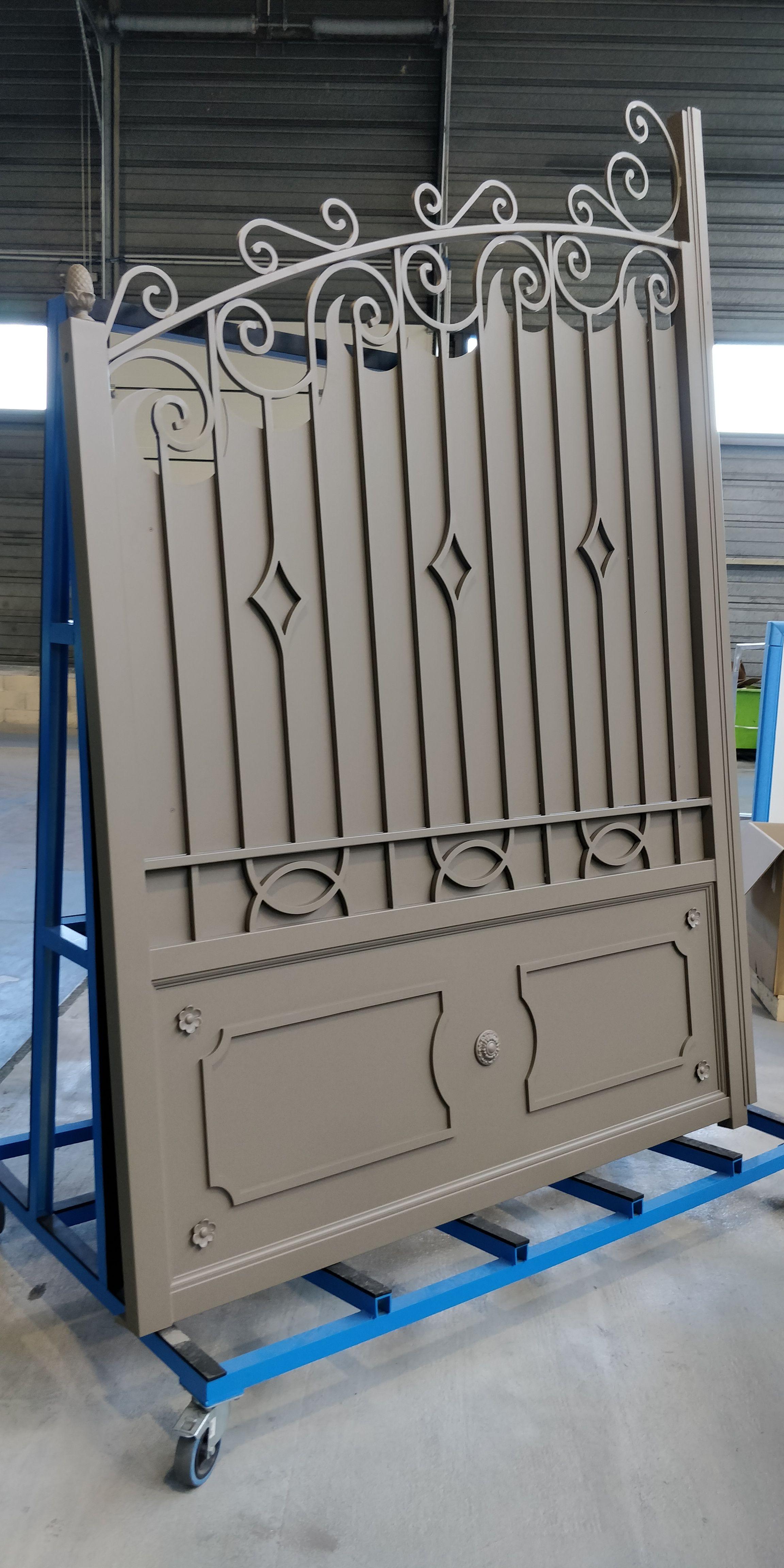 Portail Alu Ouvrage Sur Mesure Portail Portillon Gate Gardecorps Claustra Marquise Aluminium Surmesure Usine Dijon En 2020 Portail Alu Portillon